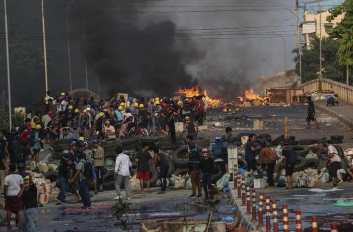 Myanmada 16 hərbçi öldürüldü