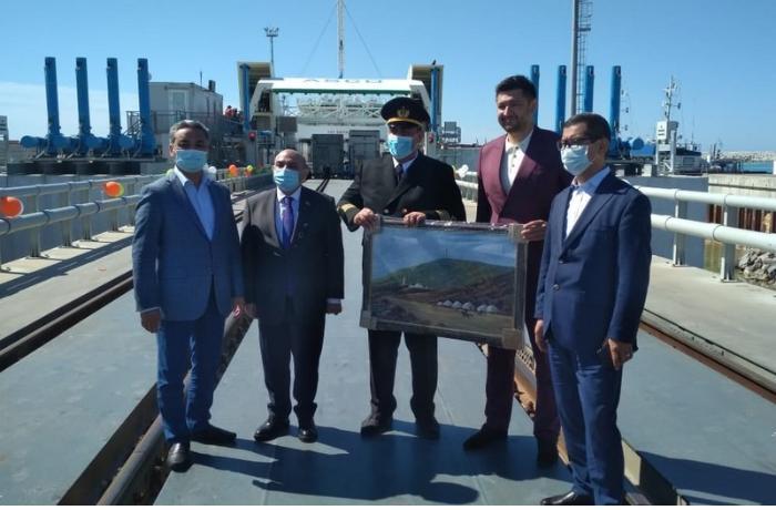 """Kurık limanında """"Azərbaycan"""" gəmi-bərəsi təntənəli qarşılandı"""