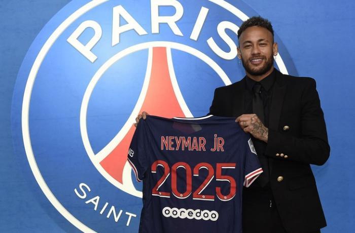Neymar PSJ ilə yeni müqavilə imzaladı