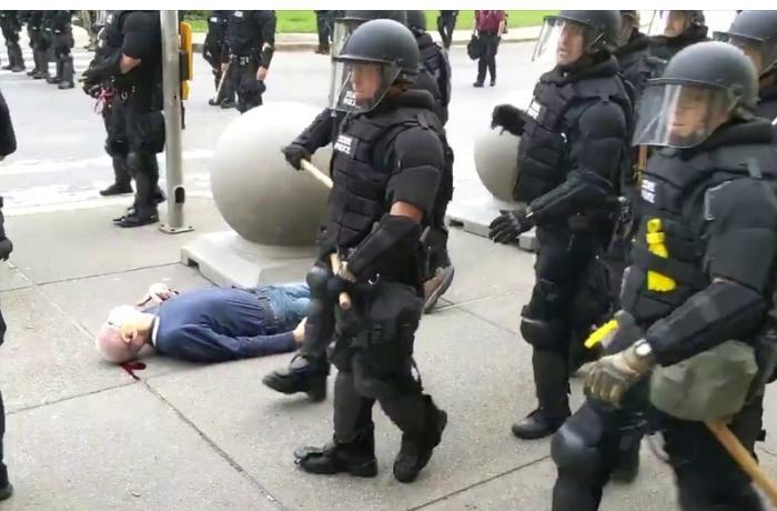 Fransa polisi gənclərə qarşı gözyaşardıcı qaz tətbiq etdi