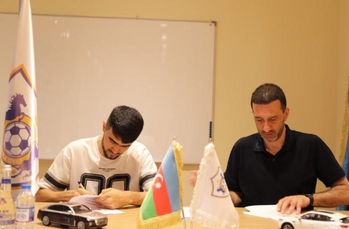 """""""Qarabağ"""" millimizin futbolçusu ilə müqaviləni uzatdı"""