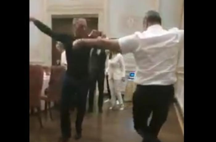 """Van Damm qudası ilə """"Ləzginka"""" oynadı — VİDEO"""