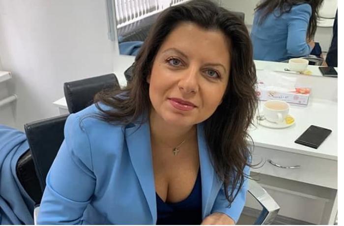 """Marqarita Simonyan uşaqlarına """"Türkləri öldürün"""" mahnısını öyrətdi — VİDEO"""