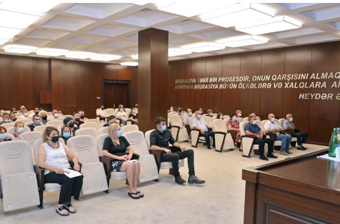 Azərbaycan vətəndaşlığına qəbul edilən 245 nəfər and içdi — FOTOLAR