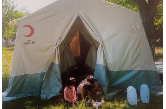 Evi yanan Qarabağ döyüşçüsünün ailəsi çadırda yaşayır — İcra başçısı kömək etmir (FOTOLAR)