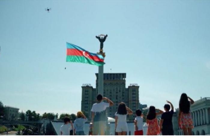Ukraynada dronla Azərbaycan bayrağı nümayiş olundu — VİDEO