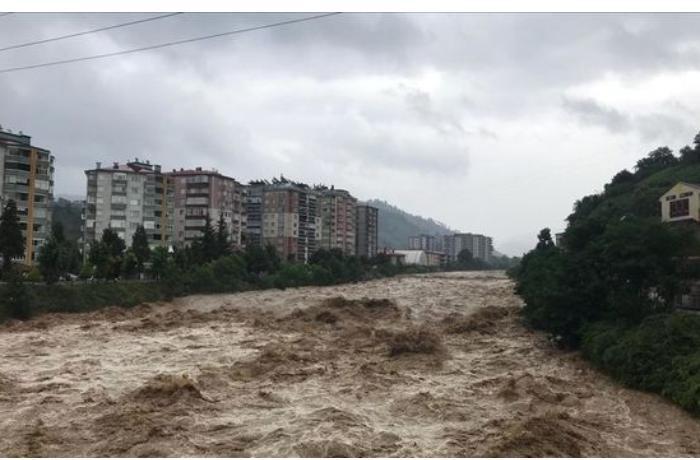 Türkiyədə intensiv yağışlar daşqınlara səbəb olub — VİDEO