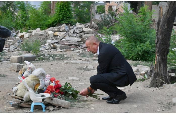 Prezident Gəncədə Ermənistanın raket hücumlarının səbəb olduğu cinayət səhnələri ilə tanış olub
