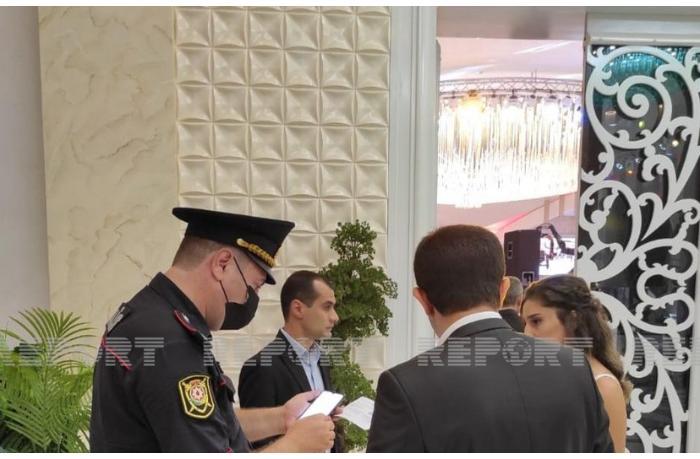 Bakıda polis COVID-19 pasportu olmayanları toya buraxmır — FOTO