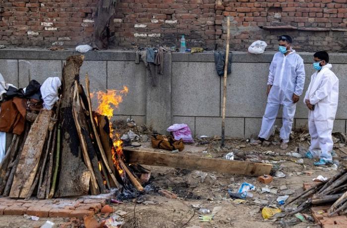 Hindistanda bir gündə 411 nəfər virusdan öldü