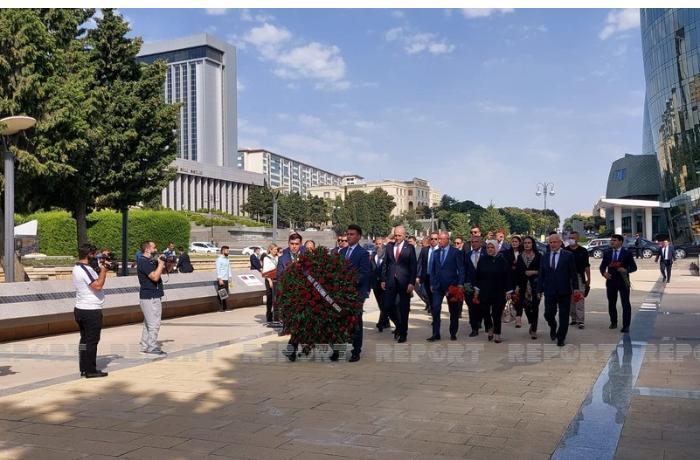 AKP nümayəndə heyəti  Şəhidlər xiyabanını ziyarət etdi