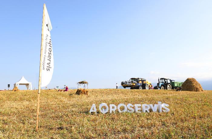 """Jurnalistlər """"Aqroservis""""in düzənlədiyi turda innovativ texnologiyalarla tanış oldu, sonuncu taxıl biçinini izlədi — FOTOLAR"""