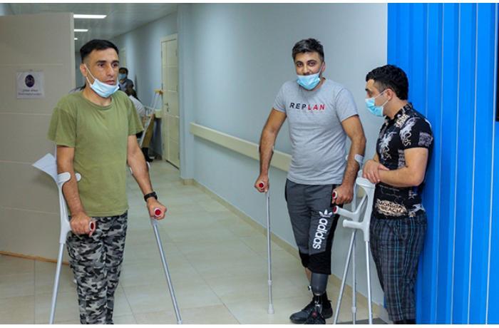 Bir qrup qazi yüksək texnologiyalı protezlərlə təmin olundu — FOTO