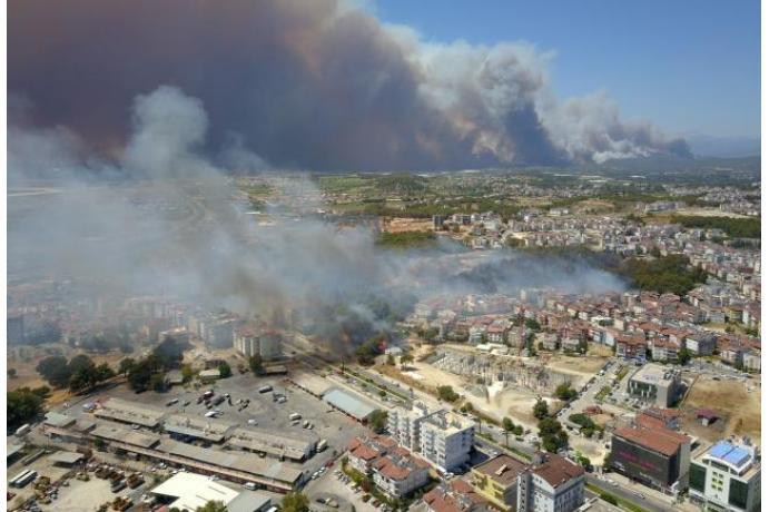 Antalyada yanğına görə xəstəxana və evlər boşaldılır — FOTOLAR