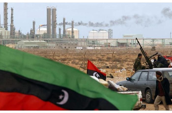 İraqda iri neft emalı müəssisəsinə raket zərbəsi endirilib