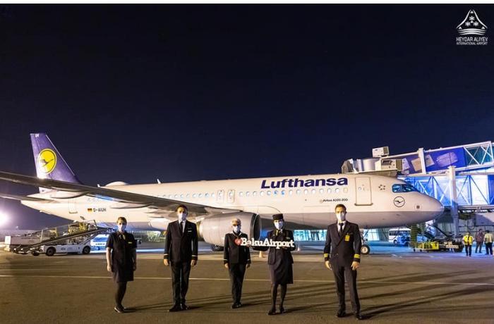 Almaniya aviaşirkəti Bakıya uçuşları bərpa etdi — FOTOLAR