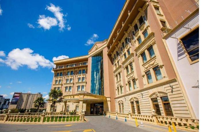 """""""Excelsior Hotel""""in baş direktoru dəyişdi, kapitalı 2.7 dəfə artırıldı"""