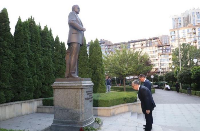Eldar Əzizov Kiyevdə səfərdədir