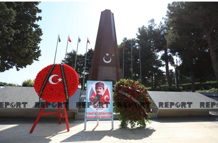 Siyasi partiyaların nümayəndələri Türk Şəhidliyini ziyarət etdilər — FOTOLAR
