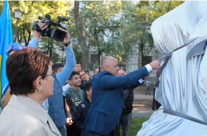 Xarkovda Nizami Gəncəvinin abidəsi ucaldıldı — FOTOLAR