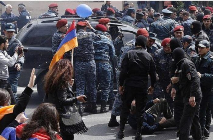 Ermənistanda etirazçılarla polis arasında qarşıdurma oldu — Saxlanılanlar var