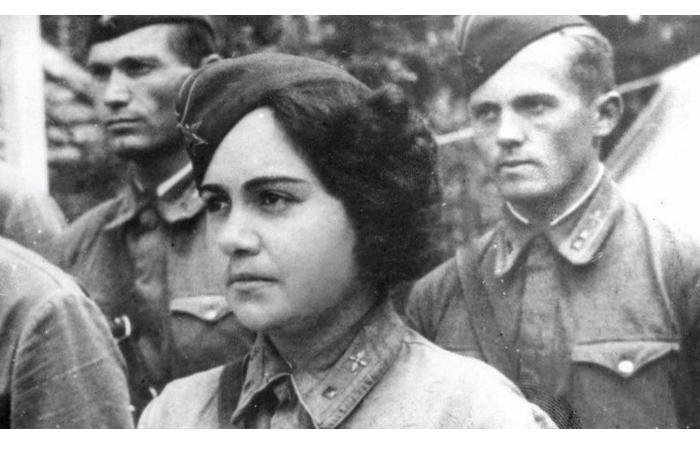 Stalini müşayiət edən ilk hərbi təyyarəçi qadın — Züleyxa Seyidəhmədova