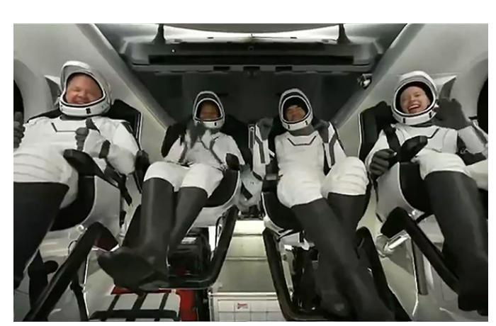 İlk kosmos turistləri Yerə qayıtdı — VİDEO