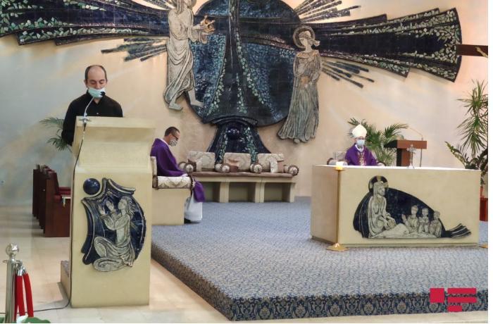 Bakıda katolik kilsəsində şəhidlərin xatirəsinə dua mərasimi keçirildi — FOTO
