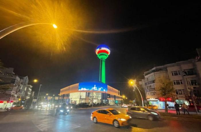 Atakule qülləsində üzərində Azərbaycan bayrağı — FOTO