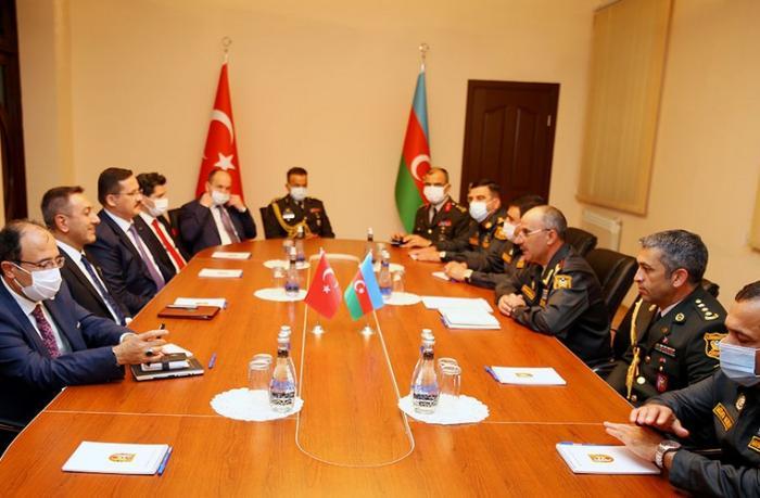 Azərbaycanla Türkiyə arasında hərbi-texniki təminat məsələləri müzakirə edildi