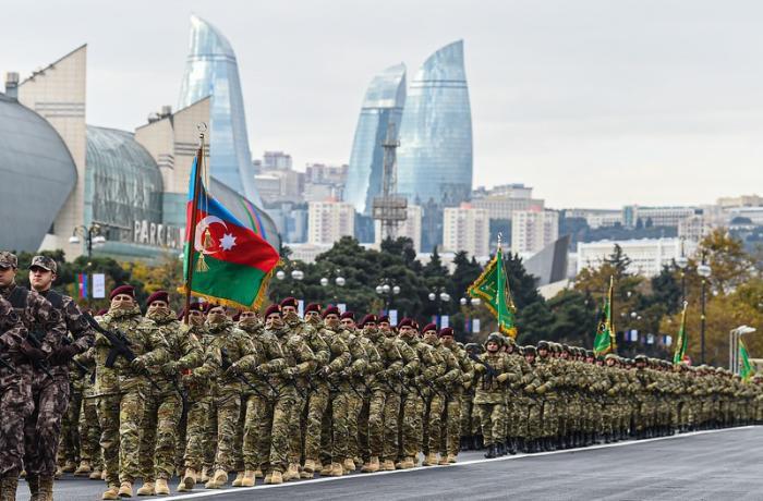 Anım Günü ilə əlaqədar Bakının mərkəzində hərbçilərin yürüşü başladı