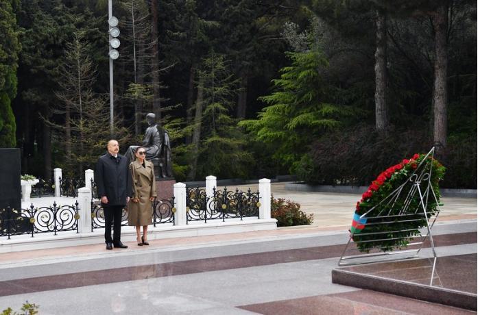 Prezident İlham Əliyev ulu öndər Heydər Əliyevin məzarını ziyarət etdi